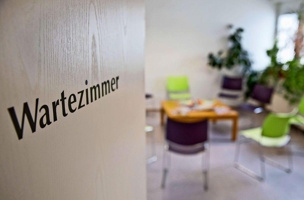 Leeres Wartezimmer: Immer öfter nehmen Patienten den reservierten Termin nicht wahr – unentschuldigt. Foto: