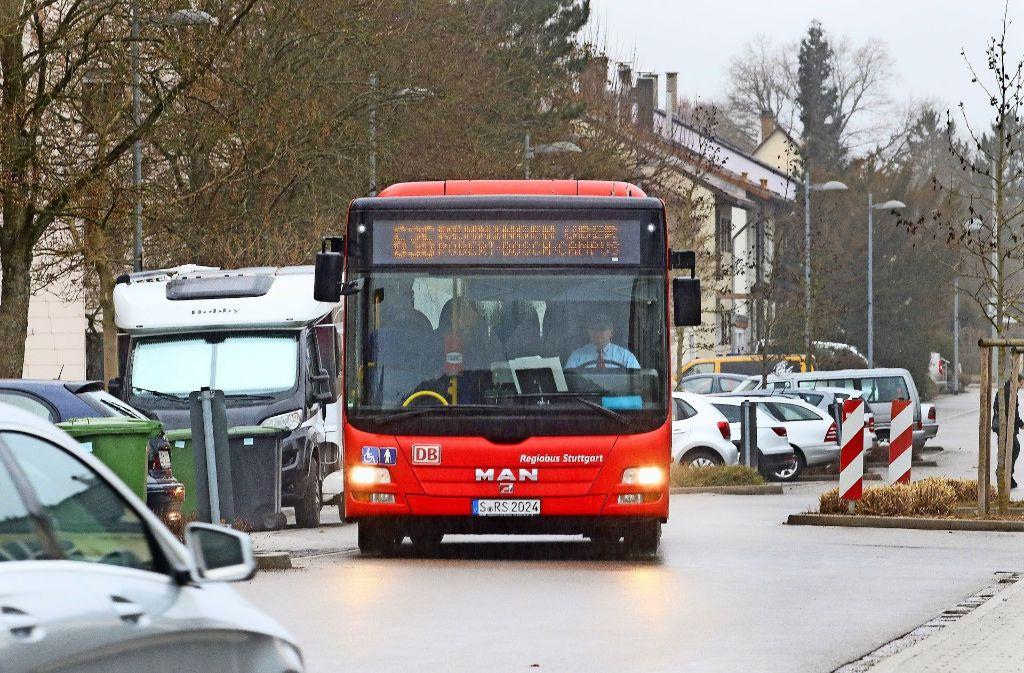 Die einen sind darauf angewiesen, die anderen stören sich daran: Die Linienbusse im Wohngebiet Hummelbaum. Foto: factum/Granville