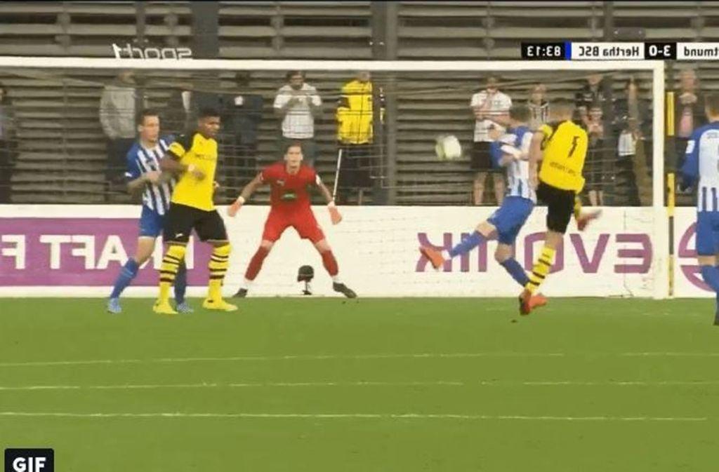 VfB-Neuzugang David Kopacz zieht ab: Sein Treffer markierte das zwischenzeitliche 3:0. Foto: Schreenshot Twitter/@VfBFilmRoom_GIF