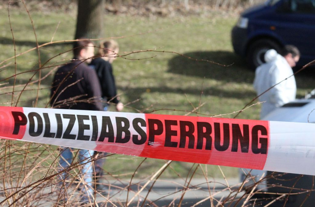 Der Ehemann des Opfers ist von der Polizei festgenommen worden. Er soll seine Frau auf offener Straße erstochen haben. (Archivfoto) Foto: dpa