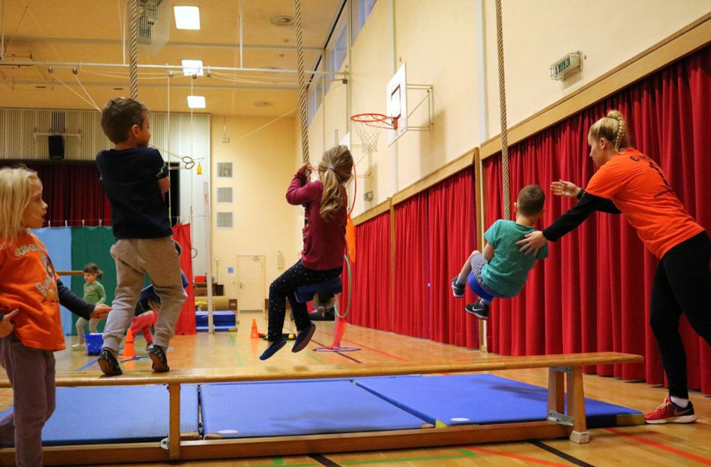 Kinder turnen überwiegend in der Schule und in Vereinen. Foto: Eva Herschmann