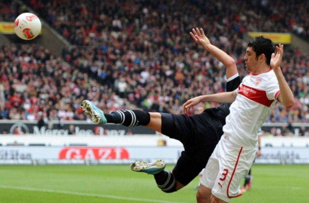 Die Abwehrsorgen des VfB Stuttgart werden größer: Innenverteidiger Felipe Lopes hat sich gegen Greuther Fürth einen Muskelfaserriss im Oberschenkel zugezogen und fällt wohl zwei Wochen lang aus. Foto: dpa