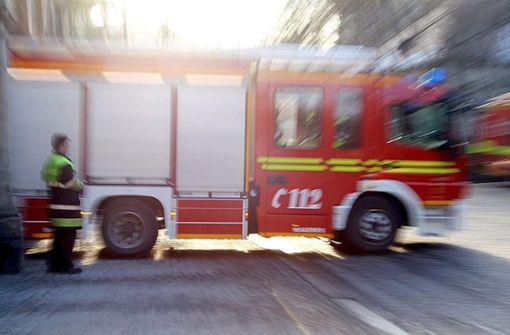 Mann springt aus brennendem Wohnhaus und verletzt sich schwer