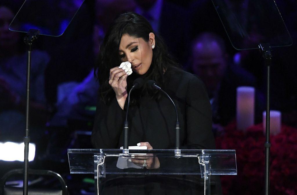 Vanessa Bryant konnte ihre Tränen nicht zurückhalten. Foto: AFP/KEVORK DJANSEZIAN