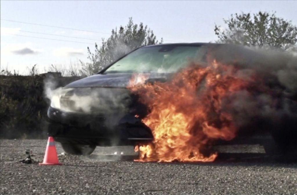 Bei einem Kältemitteltest brannte eine B-Klasse von Mercedes. Foto: Daimler