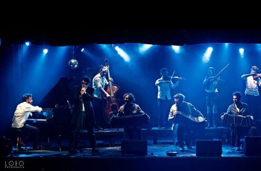 Das Orquesta Típíca El Afronte, das sich dem Tango verschrieben hat, spielt im Theaterhaus gemeinsam mit den Jazzmusikern Émile Parisien und Vincent Peirani.