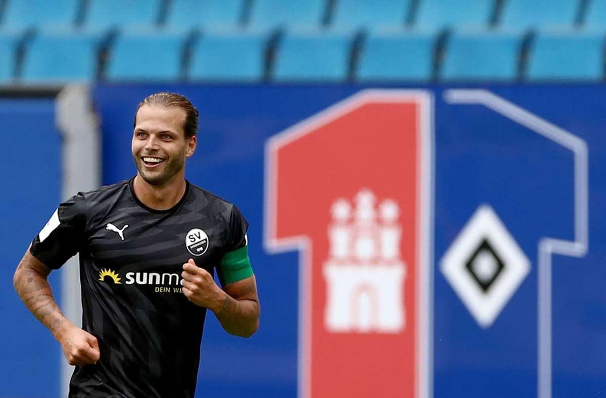 Dennis Diekmeier erzielte das 5:1 für den SV Sandhausen gegen den HSV. Foto: dpa/Christian Charisius