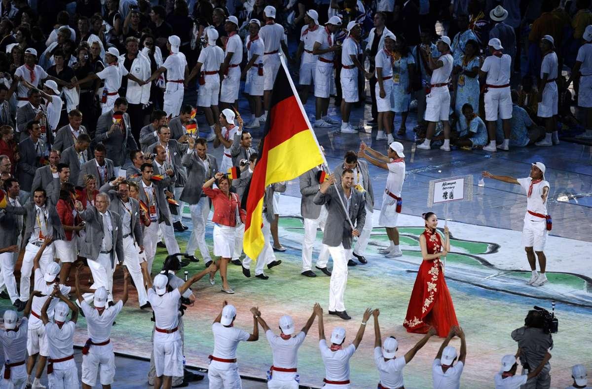 Basketball-Superstar Dirk Nowitzki führte die deutsche Delegation bei den Sommerspielen 2008 in Peking bei der Eröffnungsfeier an. Foto: imago/Laci  Perenyi