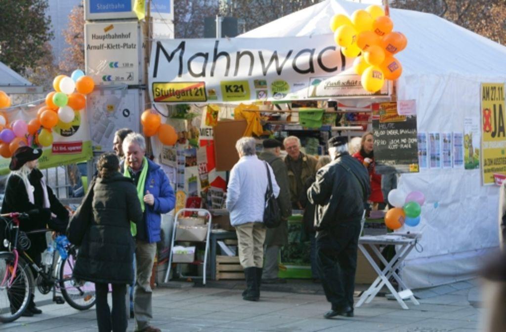 Die Mahnwache gegen den Bau von Stuttgart 21 besteht seit 1000 Tagen. Foto: Achim Zweygarth