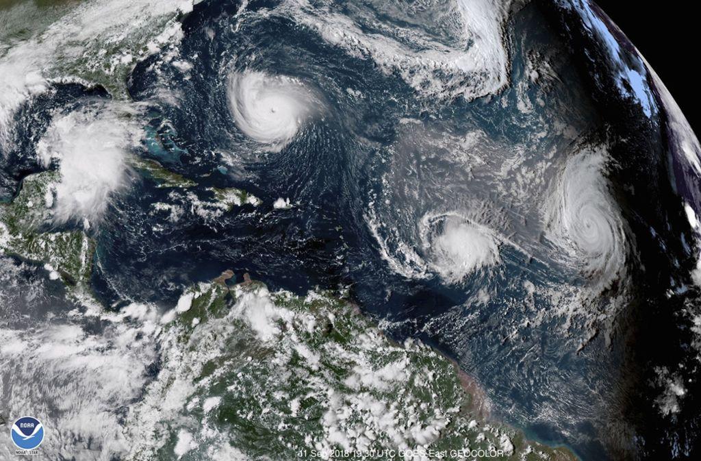 """Der Sturm namens """"Florence"""" bewegte sich am späten Dienstagabend (Ortszeit) mit Spitzengeschwindigkeiten von bis zu 220 Kilometern pro Stunde in Richtung der Küstenstaaten North und South Carolina. Foto: dpa"""