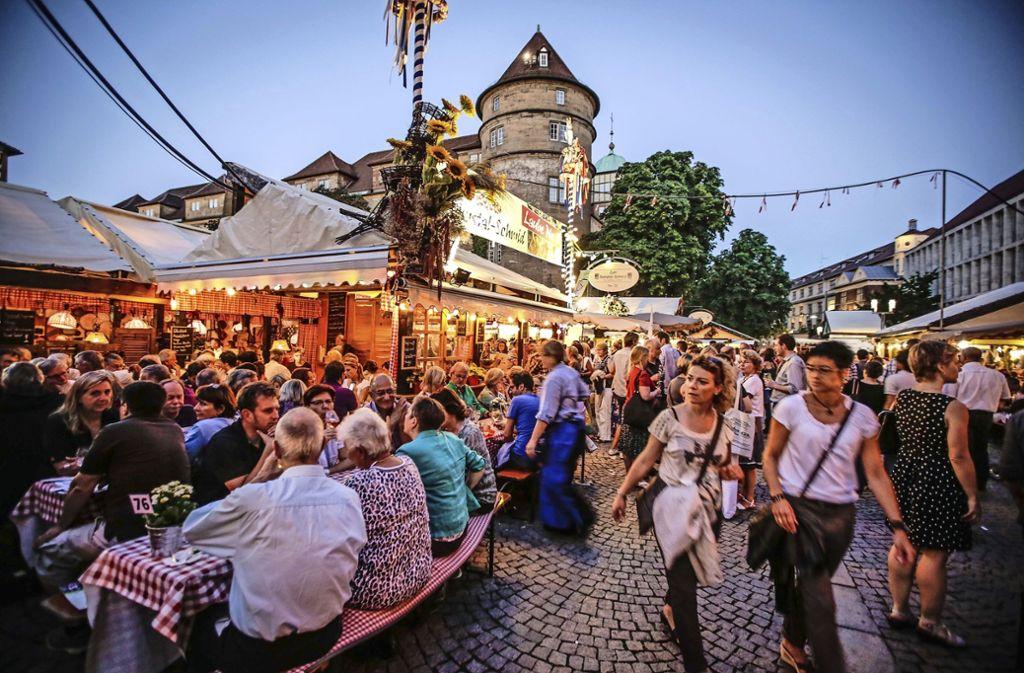 Es wird wieder gefeiert: Das Weindorf hat begonnen Foto: Lichtgut/Leif Piechowski