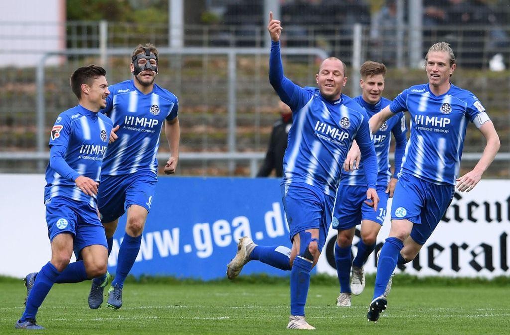 In Derby gegen den SSV trennten sich die Kickers am 3. November 2019 in Reutlingen 2:2 – Lukas Kling (mit erhobenem Arm) hatte die 1:0-Führung erzielt. Foto: Baumann