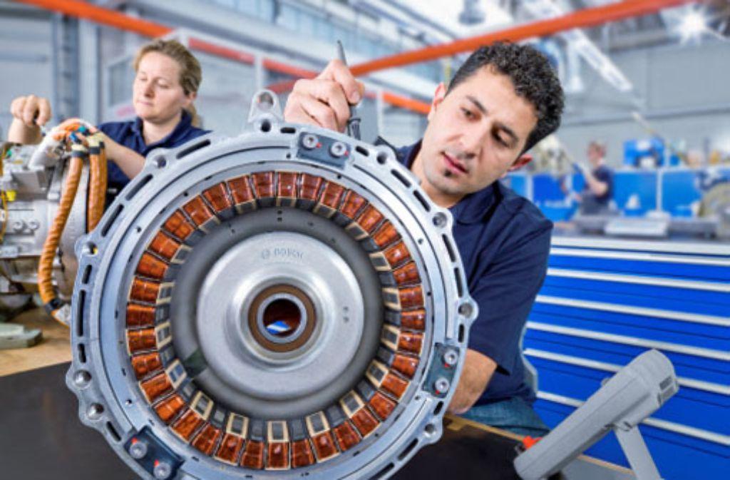 Bei Elektromotoren – im Bild die Bosch-Produktion in Hildesheim (Niedersachsen) – bündeln Bosch und Daimler die Kapazitäten, um auf große Stückzahlen zu kommen und damit preiswerter fertigen zu können. Foto: Bosch