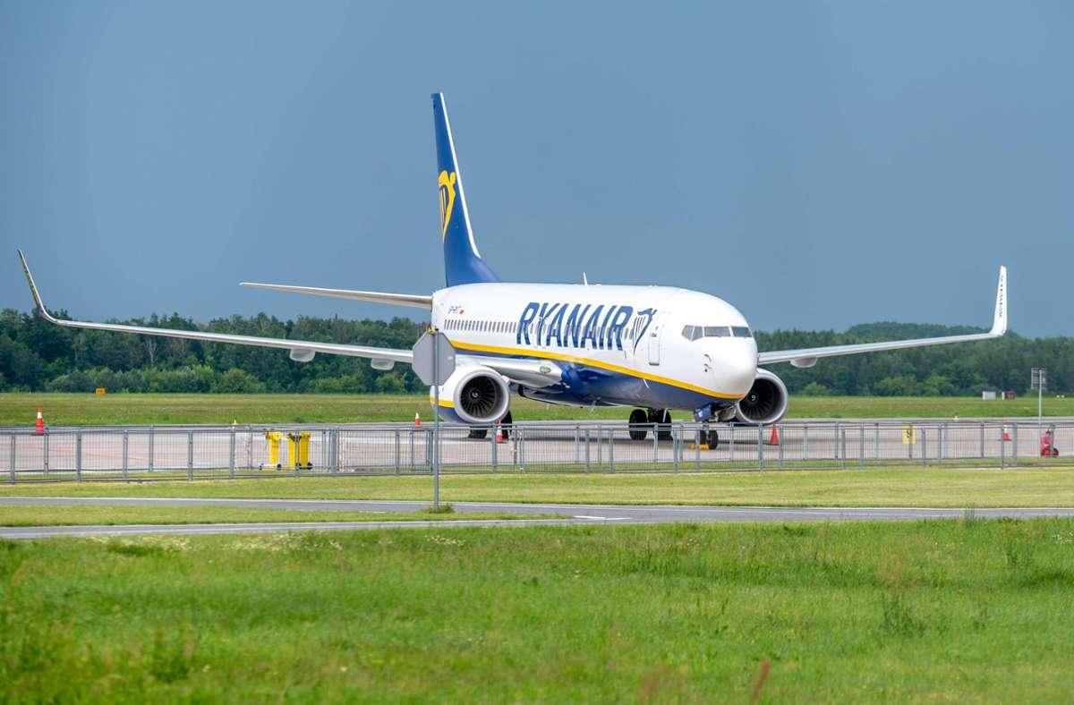 Ein Flugzeug von Ryanair musste in Griechenland notlanden. (Symbolbild) Foto: imago images/newspix/MARCIN BANASZKIEWICZ