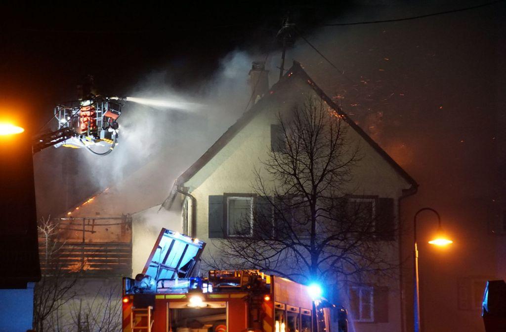 Die Feuerwehr bei den Löscharbeiten in Perouse. Foto: SDMG/SDMG / Dettenmeyer