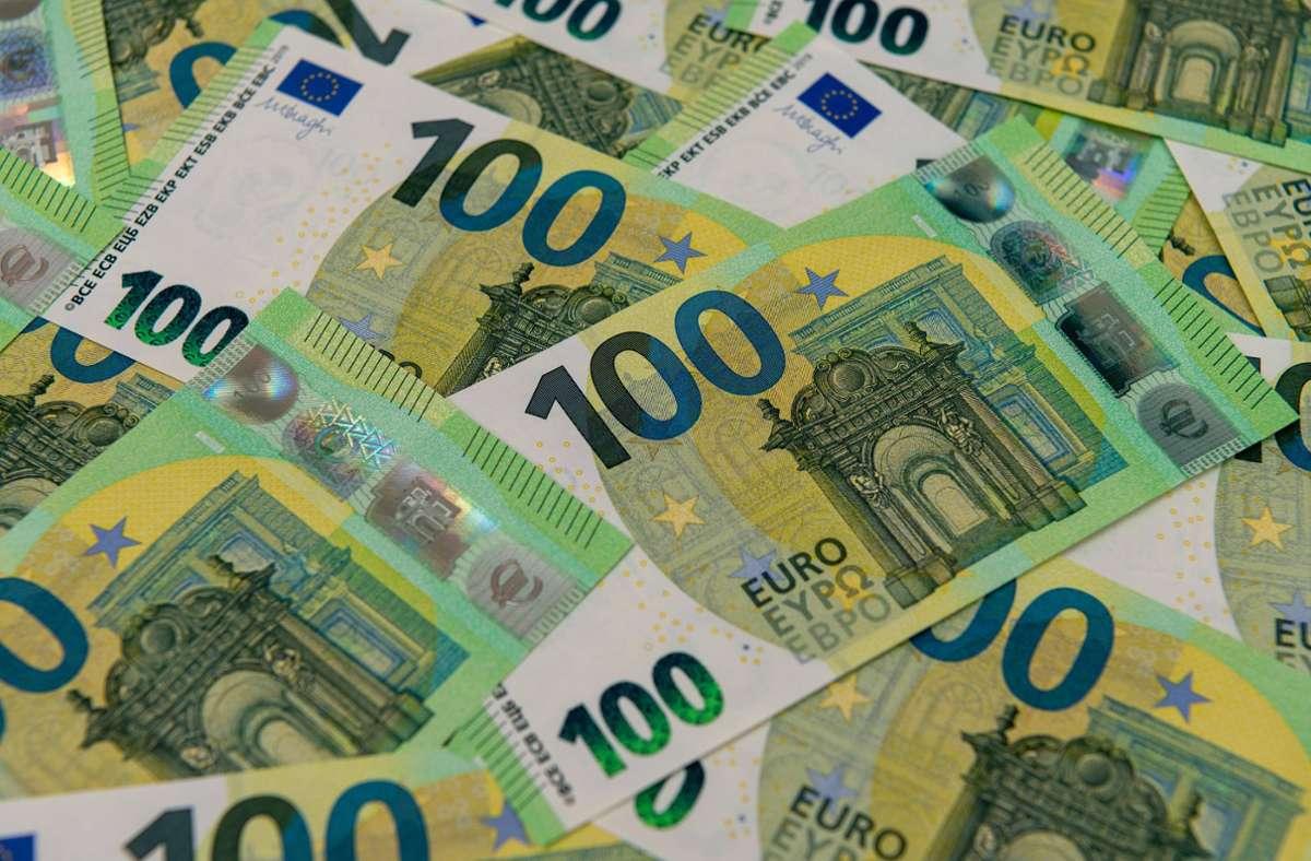 Der 28-Jährige soll mehr als 180.000 Euro von Banken ergaunert haben. (Symbolbild) Foto: imago images/mhphoto/Mario Hösel
