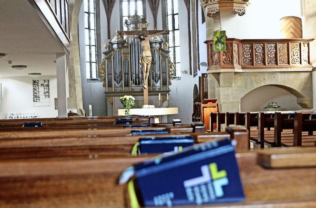 Auch unter der Woche liegen in manchen Kirchen, wie hier in Gerlingen, die Gesangbücher bereit. Foto: factum/Bach