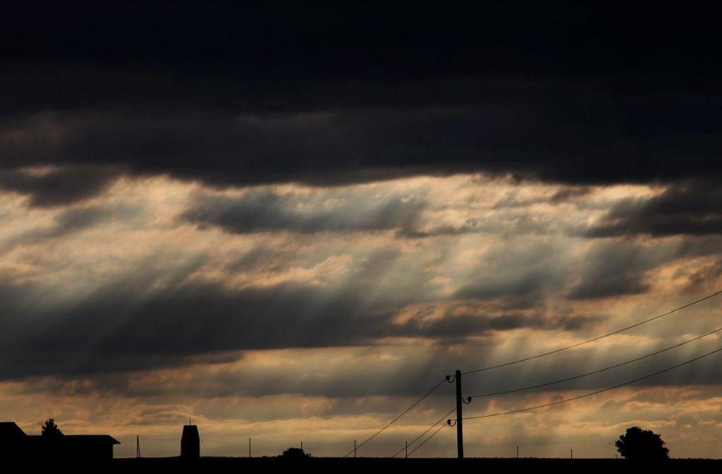 Sonne und Wolken wechseln sich am Wochenende ab. Foto: dpa/Karl-Josef Hildenbrand