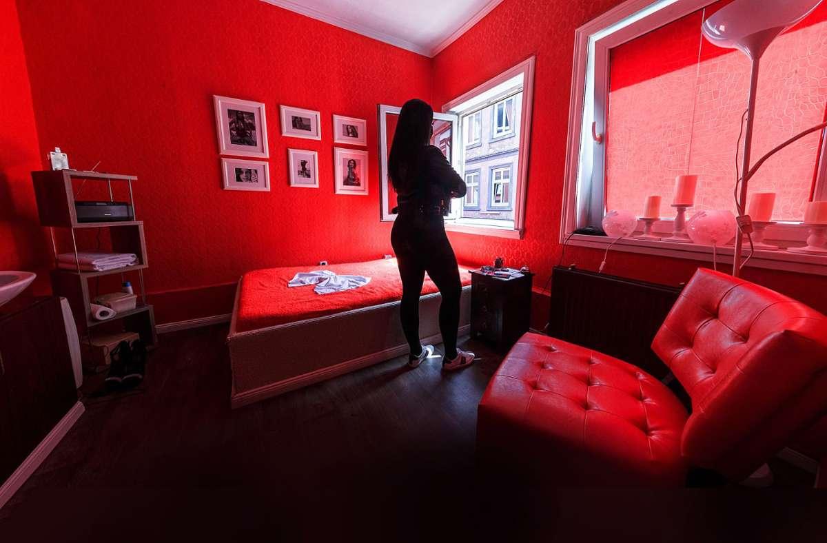 Über die Lebenswirklichkeit von Prostituierten wird anlässlich der Strafanzeige wieder diskutiert. Foto: dpa/Markus Scholz, Stefan Baumgarth