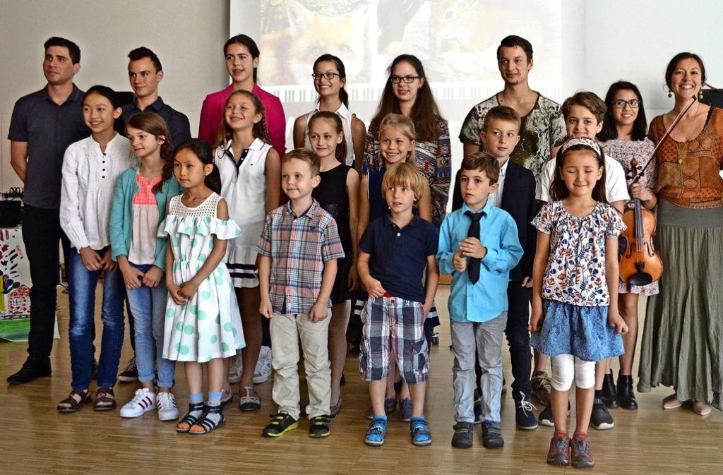 Silvia Hämmerle und Violette Krohmer (von rechts) haben mit Schülern der Jugendmusikschule Gerlingen eine musikalische Entdeckungstour gemacht. Foto: Uli Meyer