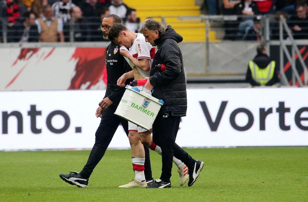Bitterer Abgang: Christian Gentner, der Kapitän des VfB Stuttgart, musste nach 34 Minuten verletzt vom Feld. Foto: Baumann