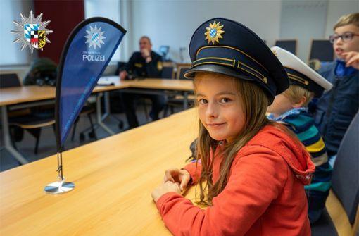 Achtjährige bewirbt sich bei Polizei – Beamte laden sie ein