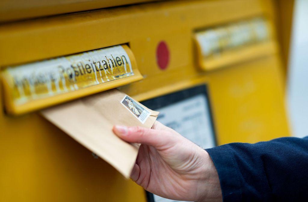 Briefkästen gibt es in Stetten einige, doch die Postfiliale besorgt die Bürger. Foto: dpa/Monika Skolimowska