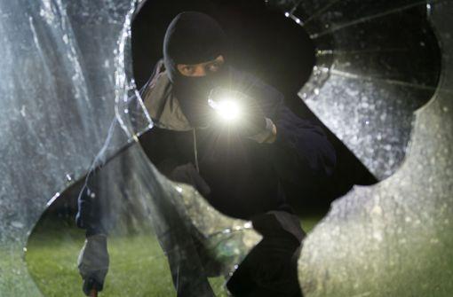 Einbrecher in mehreren Gebäuden unterwegs