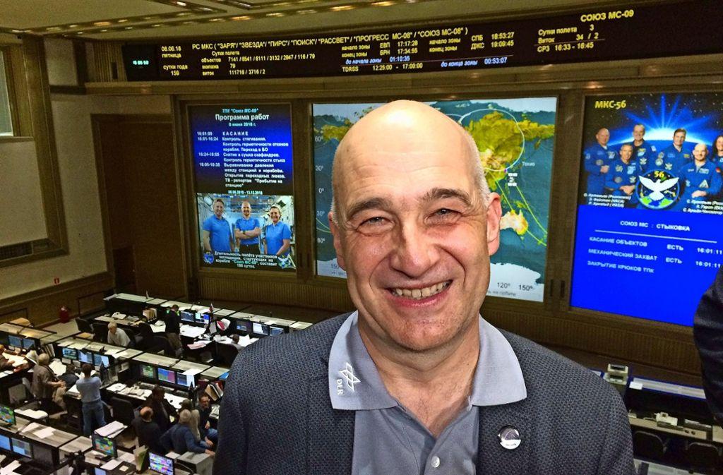 Der Start von Alexander Gerst in Baikonur war ein Moment der Freude – auch für Volker Schmid (hier im russischen Kontrollzentrum) Foto: Elisabeth Mittelbach/DLR