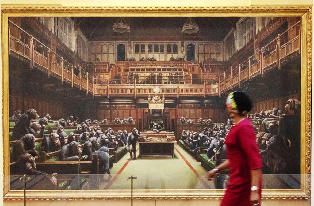 """Das Banksy-Gemälde """"Devolved Parliament"""", aufgehängt zuletzt in Bristol Foto: dpa/Steve Parsons"""