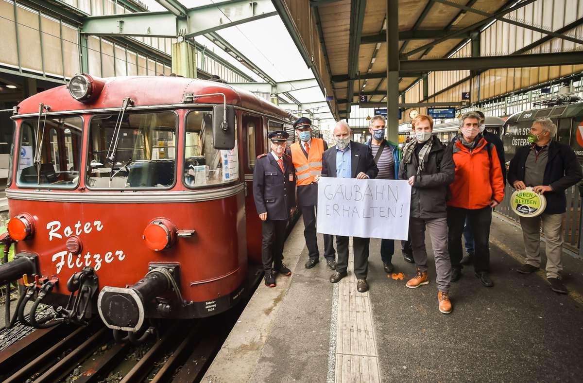 Der Verkehrsclub Deutschland hatte zu einer verkehrspolitischen Bahnfahrt mit dem Roten Flitzer auf der Panoramastrecke geladen, um über deren Vorzüge zu sprechen. Foto: Lichtgut/Ferdinando Iannone