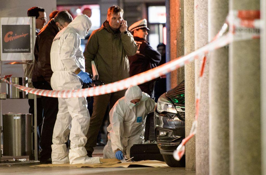 In Heidelberg ist ein Autofahrer in eine Menschengruppe gefahren und hat Fußgänger verletzt. Ein 73-Jähriger erlag am Samstagabend seinen schweren Verletzungen. Foto: AFP