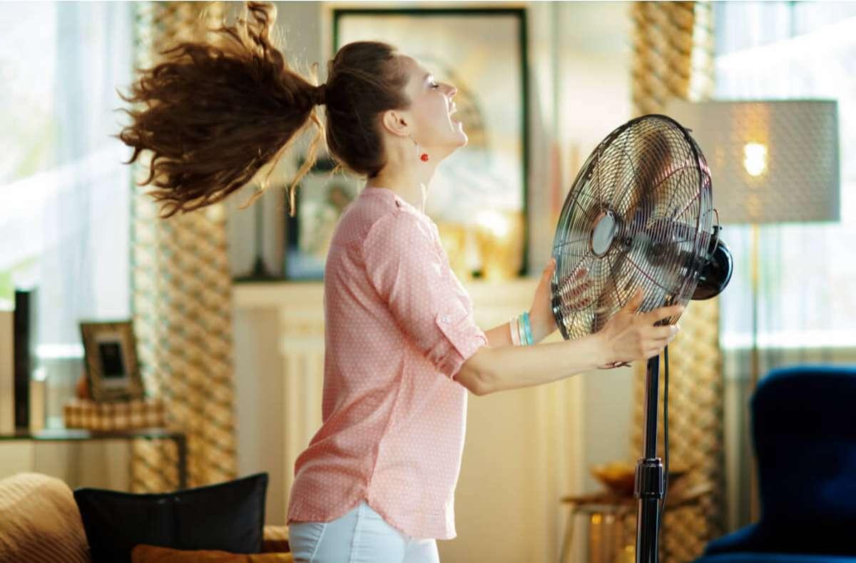 Erfahren Sie die wirkungsvollsten Tipps, um Ihre Wohnung im Sommer kühl zu halten. Mit einfachen Hausmitteln die einzelnen Räume kühlen. Foto: Alliance Images / Shutterstock.com