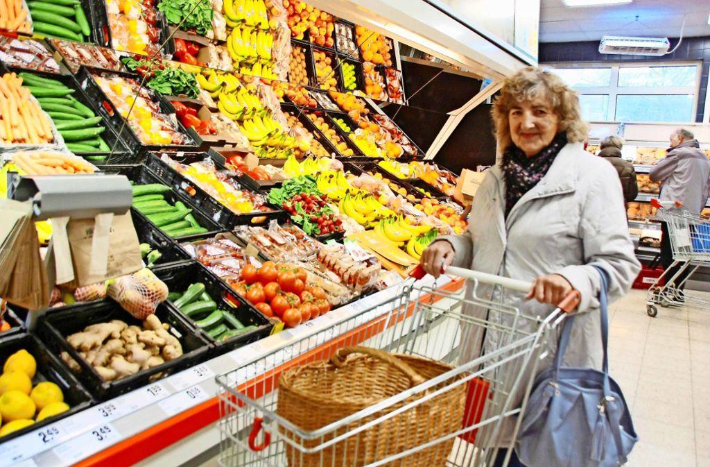 Der Cap-Markt an der Stettener Jahnstraße war Hildegard Thalers Laden, wie sie sagt. Am Dienstag hat sie nun zum ersten  Mal bei Bonus eingekauft. Foto: Natalie Kanter