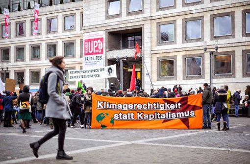 Protest mit bunten Plakaten am Freitag in Stuttgart und Ulm