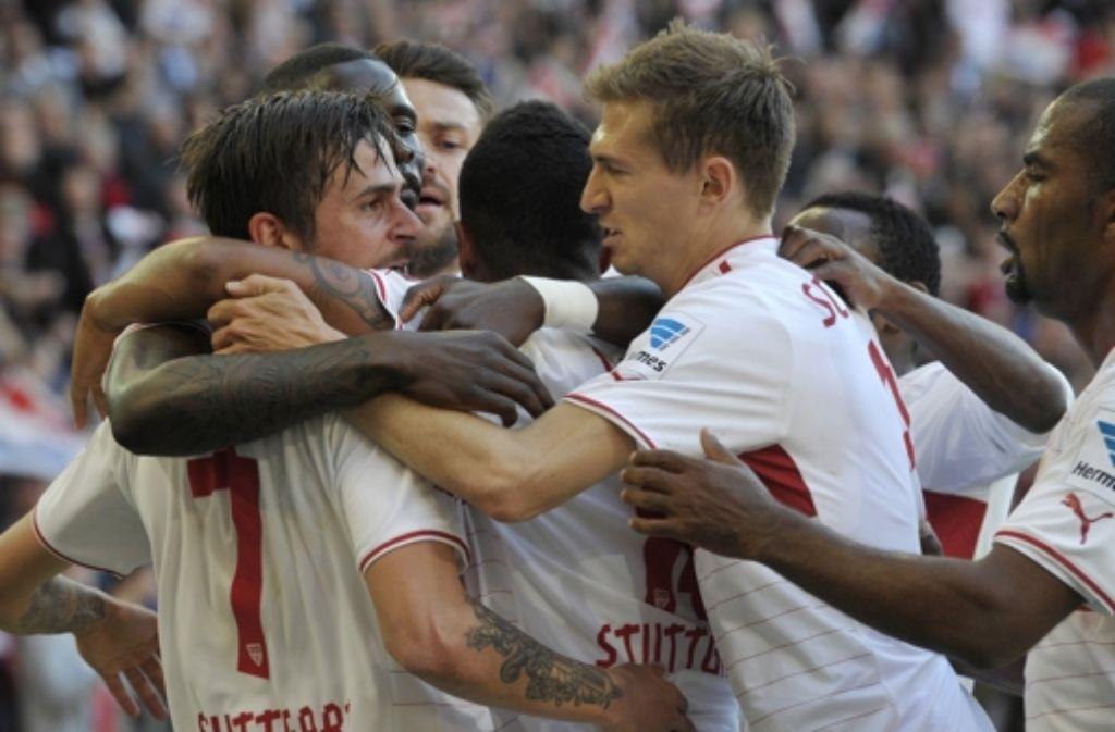 Der heiß ersehnte Sieg ist da: Der VfB Stuttgart hat sich gegen Schalke 04 durchgesetzt. Weitere Impressionen des Spiels gibt es in unserer Bildergalerie. Foto: AFP