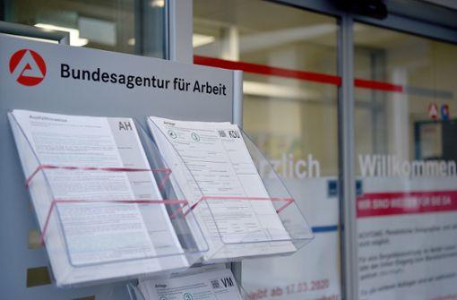 Arbeitslosigkeit sinkt im März