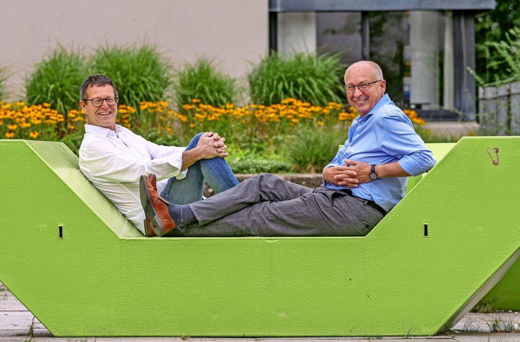 Entspannt zurücklehnen können sich Markus Nau (links) und Horst Zecha nur für kurze Zeit. Sie planen bereits die nächste Biennale in zwei Jahren. Foto: factum/