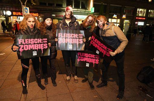 Blutiger Zombie-Protest auf der Königstraße
