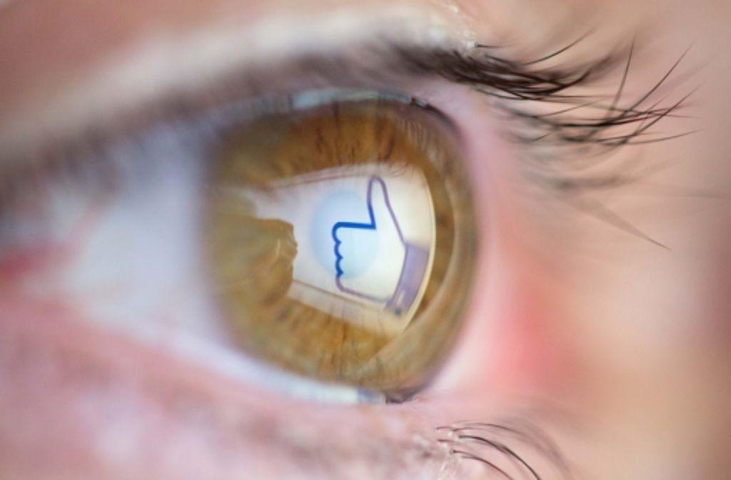 Kann man über Facebook bald Überweisungen abwickeln? Foto: dpa