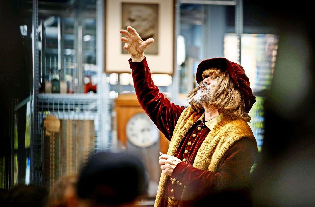 Ein genialer Erfinder  zum Anfassen: Leonardo da Vinci erzählt den Kindern  aus seinem Leben. Foto: Gottfried Stoppel