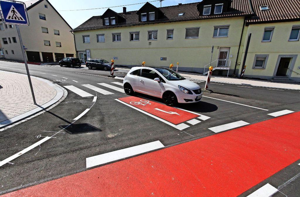 """Von der Leonberger Straße bis zum Ende von """"Spissen"""" war die Bahnhofstraße mit Radstreifen und Tempo 30 verkehrsberuhigt. Foto: factum"""