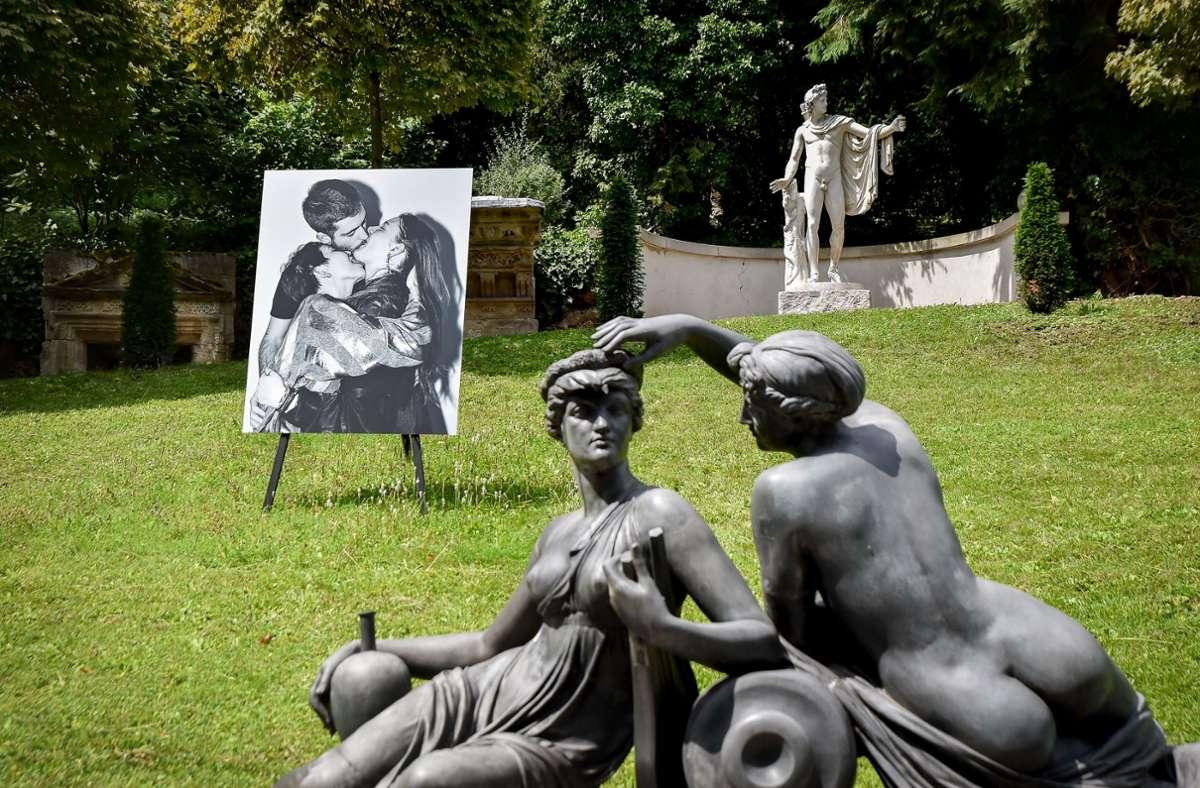 Wetterfeste Bilder von küssenden Paaren sind im Städtischen Lapidarium zu sehen. Foto: Lichtgut/Ferdinando Iannone