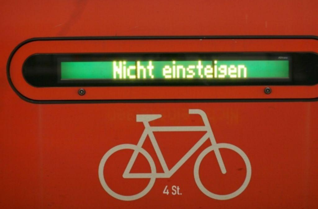 Im VVS-Gebiet können Bahnfahrer ihre Räder nach 8.30 Uhr kostenlos mit in den Zug nehmen. Bei Fahrten mit dem IRE Foto: dpa