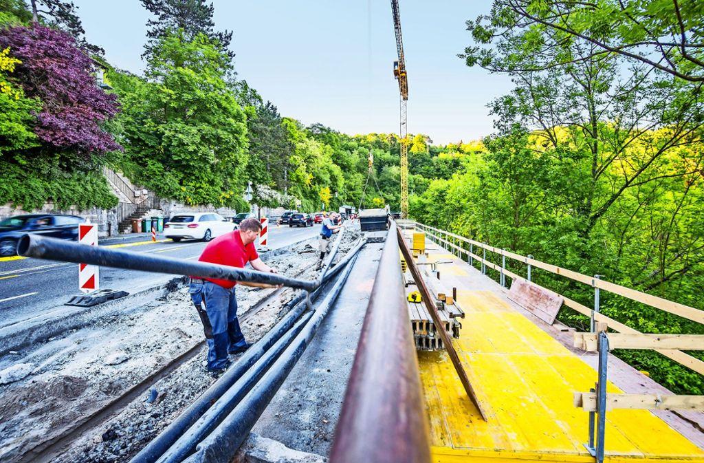 Engstelle zwischen Innenstadt und Degerloch: Die Stützmauer der Neuen Weinsteige muss saniert werden. Foto: Lichtgut/Julian Rettig