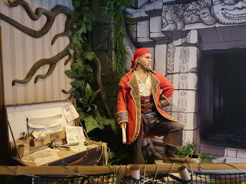 In der Schatzkammer werden die Gäste von Freibeuter Bartholomeus van Robbemond begrüßt.  Foto: (nk)
