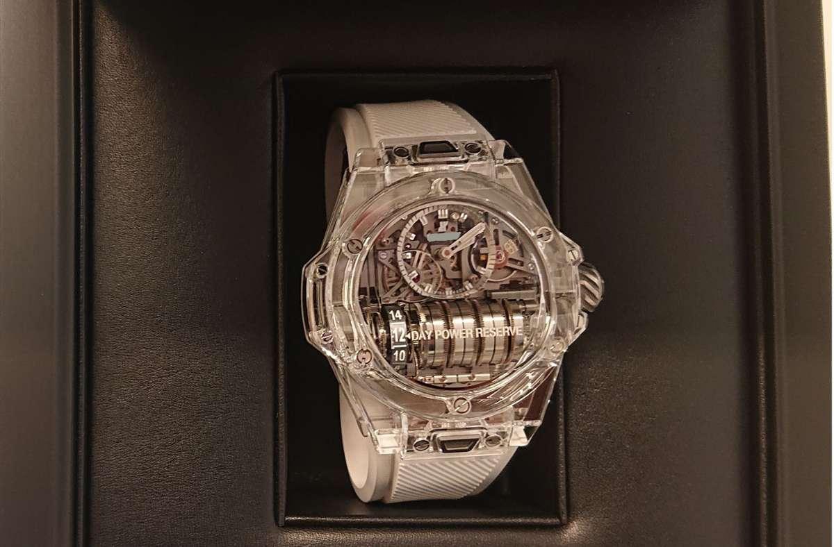 Diese Uhr wurde im Wagen des Mannes gefunden. Mit einem Wert von mehr als 83.000 Euro war sie das teuerste sichergestellte Schmuckstück bei dem 38-Jährigen. Foto: Hauptzollamt Singen