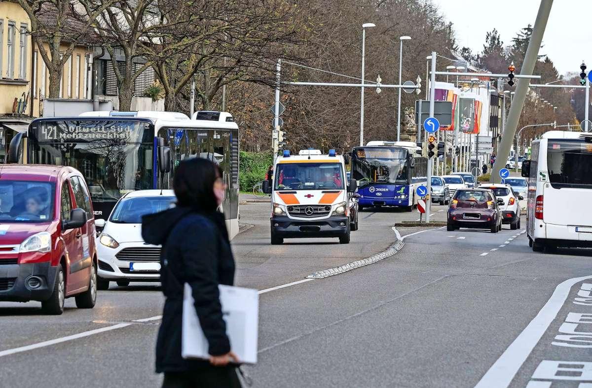 Ausgerechnet die Wilhelmstraße ist  fürs Erste vom Tempolimit ausgenommen  – wegen der vielen Busse, die dort verkehren. Foto: factum/Simon Granville
