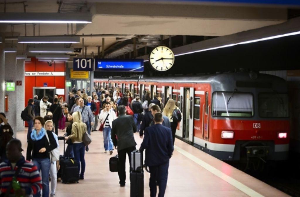 Statt höherer Preise erwarten die S-Bahn-Kunden mehr Pünktlichkeit. Foto: Achim Zweygarth