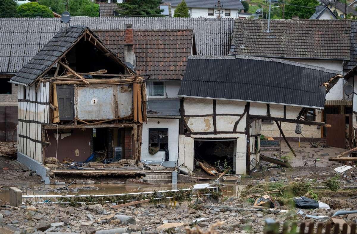 In Schuld sind mehrere Häuser eingestürzt. Foto: dpa/Harald Tittel